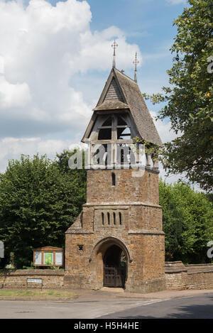 """Tutti i Santi"""" chiesa parrocchiale campanile, grande Bourton, Nord Oxfordshire, England, Regno Unito"""