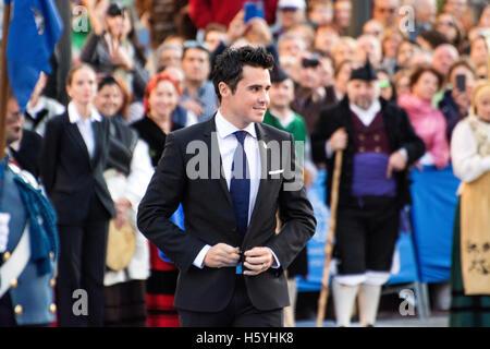 Oviedo, Spagna. 21 ottobre, 2016. Javier Gomez Noya durante la fase di apertura per la cerimonia della Principessa Foto Stock
