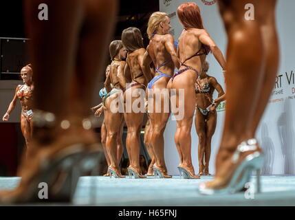 Ekaterinburg, Russia. 22 ottobre, 2016. I concorrenti nel 2016 la Russia bodybuilding e fitness open championship Foto Stock