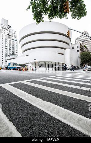 Solomon R Guggenheim Museum di arte moderna, Quinta Avenue, Upper East Side di Manhattan, New York City