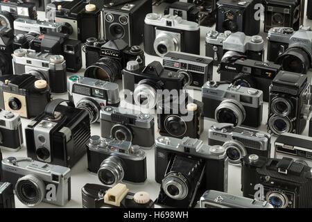 Collezione di vecchi diversi analogico della fotocamera Foto Stock