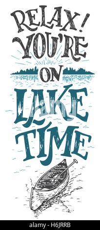 Rilassatevi. Siete sul lago di tempo. Lake House decor. Il lago di segno, rustico decor a parete. Lakeside cabina Foto Stock