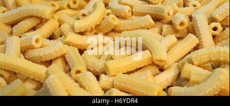 Giallo a secco di maccheroni di pasta fresca con uova made in Italy Foto Stock