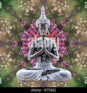 Statua del Buddha seduto in Lotus in astratto foto mandala Foto Stock