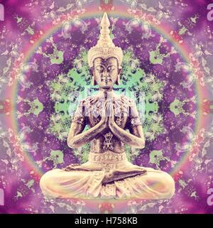 Statua del Buddha seduto in Lotus in astratto foto mandala