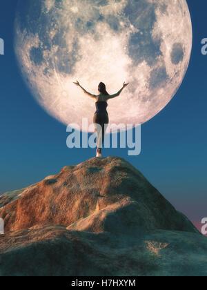 Femmina con le armi in aria in piedi in cima a una roccia a guardare all'enorme luna. Questo è un 3D render illustrazione Foto Stock