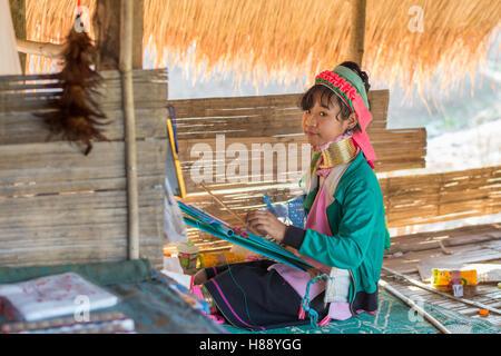 Karen lungo collo di persone nel nord della Thailandia Foto Stock