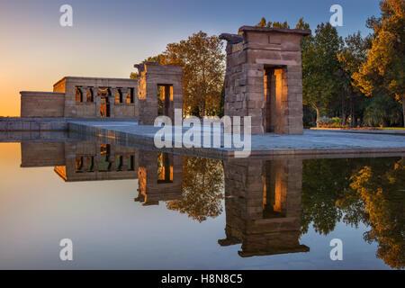 Madrid. Immagine del tempio di Debod a Madrid , Spagna durante il tramonto. Foto Stock