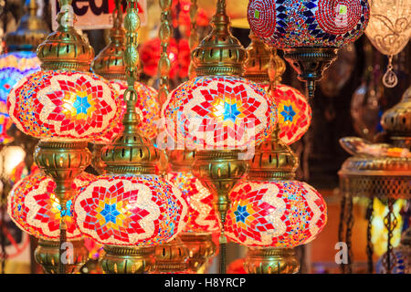 Lanterne sul display al Grand Bazaar di Istanbul, Turchia Foto Stock