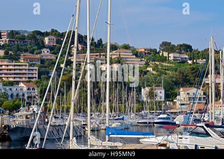 Porto di Le Lavandou è un comune nel dipartimento del Var nella regione Provenza-Alpi-Costa azzurra nel sud della Foto Stock