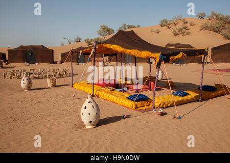 Campeggio nel deserto del Sahara Foto Stock