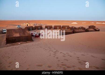 Un campeggio nel deserto del Sahara Foto Stock