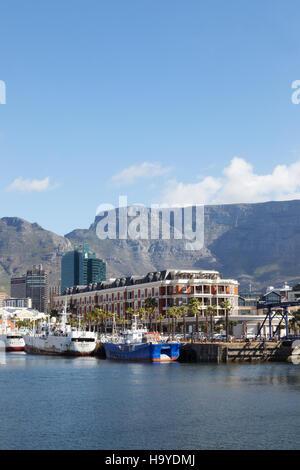 Il Waterfront, Cape Grace Hotel e Table Mountain e Cape Town, Sud Africa Foto Stock