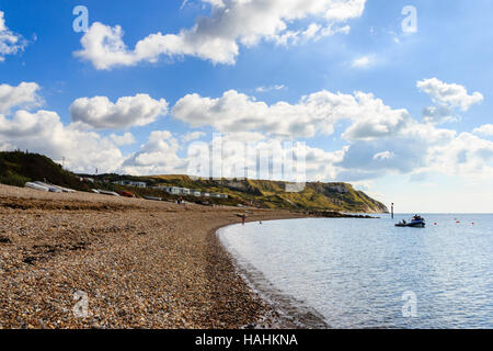 Ringstead Bay, Dorset, Inghilterra, Regno Unito, bruciando cliff in background Foto Stock