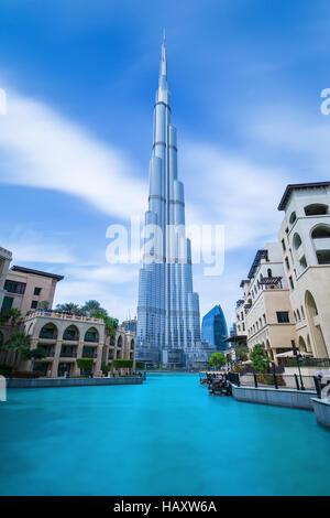 DUBAI FINANCIAL CENTER,EMIRATI ARABI UNITI-febbraio 29, 2016: vista sul Burj Khalifa (alta 828 m) nel centro di Foto Stock