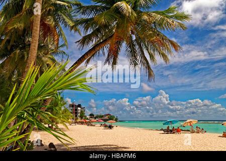 Worthing Beach a Worthing, tra St. Lawrence Gap e Bridgetown, costa sud di Barbados, dei Caraibi.