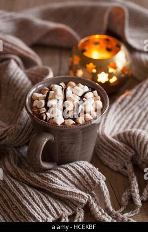 Cioccolata calda con mini marshmallows drink di riscaldamento Foto Stock