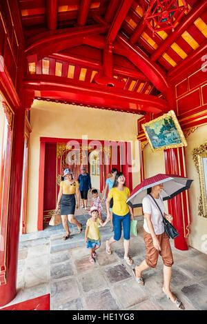 Aprire la galleria in Khon Thai (residenza della regina appartamento privato). Città Imperiale, tonalità, Vietnam. Foto Stock