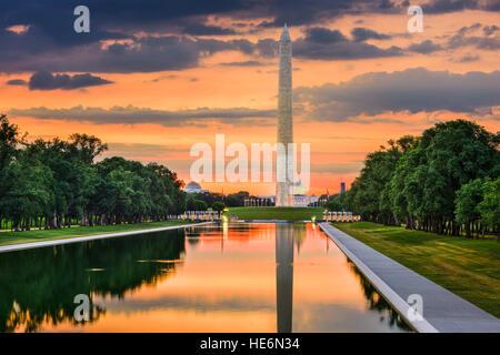 Monumento di Washington sulla piscina riflettente in Washington, DC. Foto Stock