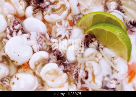 Polipetti con fettine di lime Foto Stock