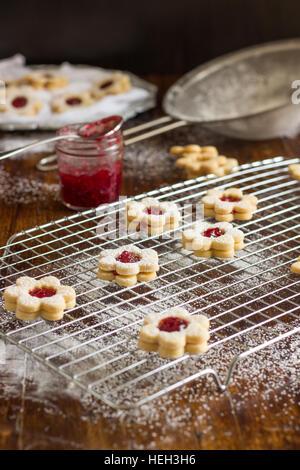 In casa Linzer Cookies Foto Stock