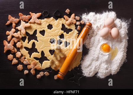 La cottura di figura la pasta sulla tavola e ingredienti. vista orizzontale dal di sopra Foto Stock