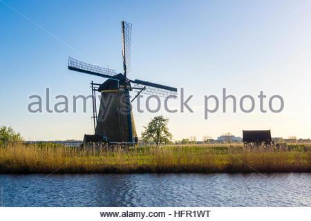 Paesi Bassi, South Holland, Kinderdijk. Storico olandese mulini a vento sui polder, Sito Patrimonio Mondiale dell'UNESCO. Foto Stock