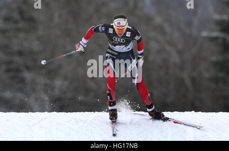 Oberstdorf, Germania. 04 gen 2017. Heidi Weng di Norvegia sci in campo femminile gara di inseguimento durante il Foto Stock