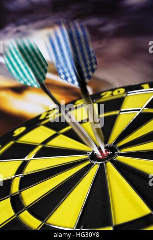 Freccette in un barilotto Foto Stock