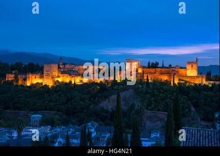 Alhambra di Granada al tramonto, Andalusia, Spagna Foto Stock