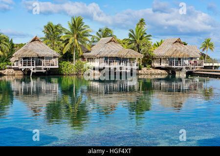 Holiday resort con bungalow, Moorea, Polinesia Francese Foto Stock