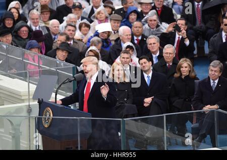 (170120) -- WASHINGTON, 20 gennaio, 2017 (Xinhua) -- STATI UNITI Presidente Donald Trump offre il suo discorso inaugurale Foto Stock