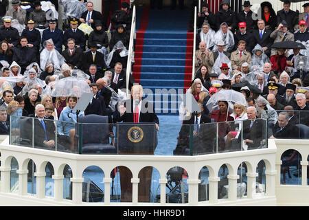 Washington DC, Stati Uniti d'America. Xx gen, 2017. Presidente Donald Trump offre il suo discorso inaugurale alla Foto Stock