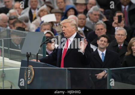 Washington, Stati Uniti d'America. Xx gen, 2017. Stati Uniti Presidente Donald Trump offre il suo discorso inaugurale Foto Stock