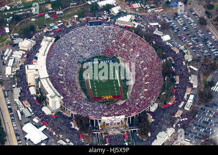 Pasadena, California, Stati Uniti d'America. Il 2 gennaio, 2017. Vista aerea del Rose Bowl durante il 2017 Rose Foto Stock