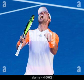 Mischa Zverev della Germania ousts numero uno al mondo Andy Murray durante il 2017 Tennis Open di Australia a Melbourne Foto Stock