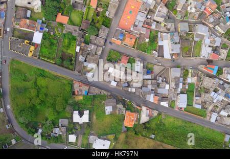 La città moderna è vista dal di sopra Banos de Agua Santa Tungurahua provincia Sud America Foto Stock