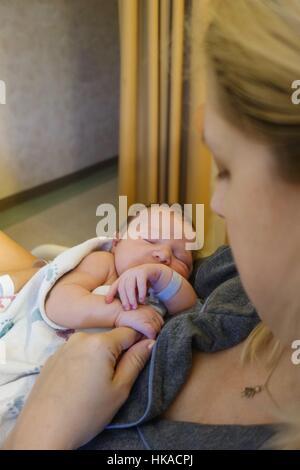 Nuova azienda madre neonato in ospedale Foto Stock
