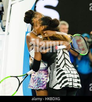 Melbourne, Australia. 28 gen, 2017. Serena Williams del USA vince il suo ventitreesimo torneo di Grand Slam al 2017 Foto Stock