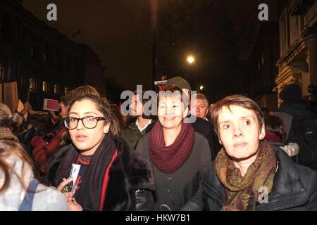 Londra, Regno Unito. Il 30 gennaio 2017. Migliaia di protesta al di fuori di Downing Street contro il presidente Foto Stock