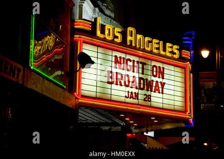 Insegna al neon tendone per il Los Angeles teatro di Broadway nel centro di Los Angeles Foto Stock