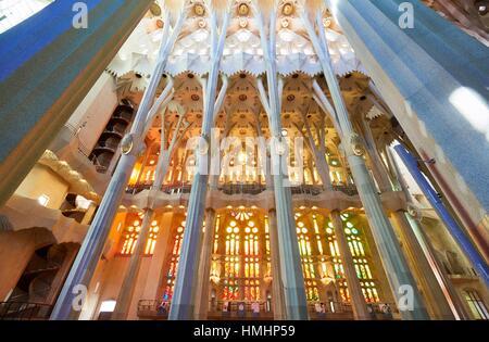 La Sagrada Familia. Progettato dall'architetto Antoni Gaudí. Quartiere di Eixample, Barcellona, in Catalogna, Spagna. Foto Stock