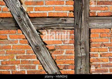 Muro di mattoni con mezzo in legno travi, Meclemburgo-Pomerania Occidentale, Germania Foto Stock