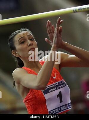 Mosca, Russia. 5 febbraio, 2017. In Russia la Maria Kuchina compete in pole vault presso la ventiseiesima inverno Foto Stock