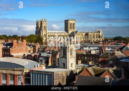 La cattedrale e Metropolitical chiesa di San Pietro a York, comunemente noto come York Minster in Inghilterra. Foto Stock