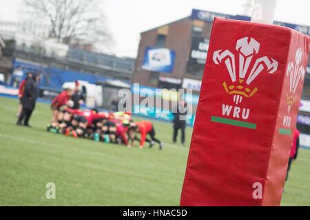 Cardiff, Galles. 10 Febbraio, 2017. Wale donne della squadra di rugby pratica su Cardiff Blue's campo in Cardiff. Foto Stock