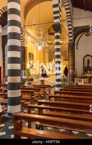Interno della chiesa di San Giovanni (b. 1244-1307), Monterosso al Mare, Liguria, Italia Foto Stock