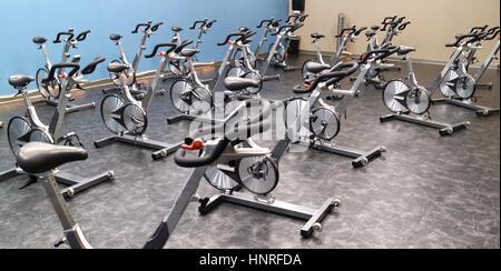 Club salute ciclo camera di filatura con la bici. Foto Stock