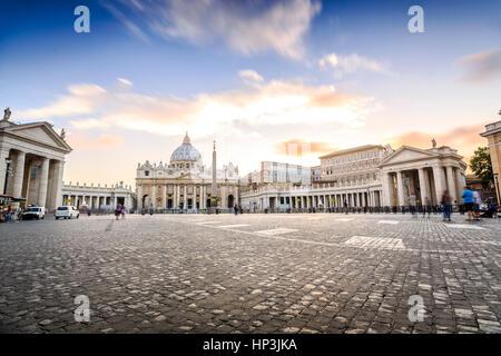 La Basilica di San Pietro e Piazza di Città del Vaticano, Roma, Italia Foto Stock