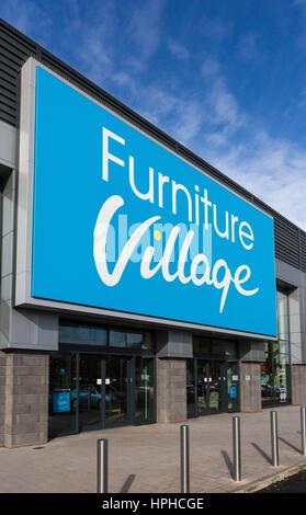 Il villaggio di mobili store esterno, a Roaring Meg retails park, Stevenage Foto Stock